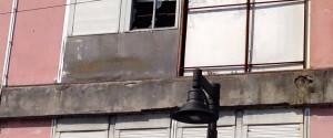 I pompieri intervengono per mettere in sicurezza l'ex Liceo
