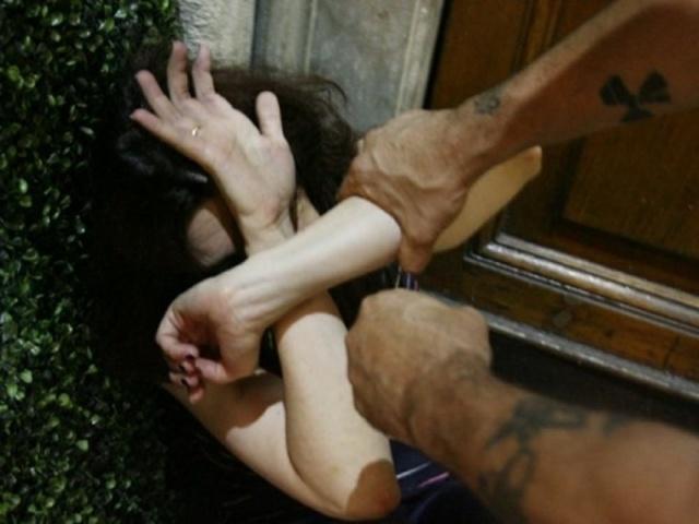 Pesta la moglie rompendole mandibola e denti: arrestato!